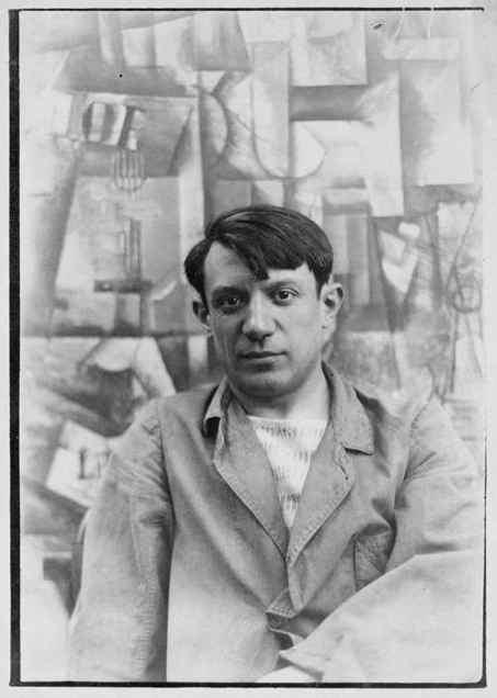Picasso vor einem seiner Gemälde